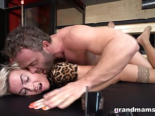 Young dude enjoys fucking sexy mature woman over 50