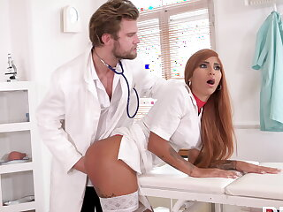 Kinky doc makes nurse squirt