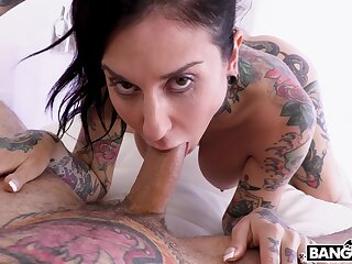 Tattooed strengthen enjoys having kinky sex on hammer away bed - Joanna Angel